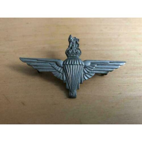 WW2 Engelse capbadge, metaal, Parachute Regiment